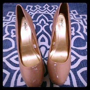 Gently used MOSSIMO Nude heels